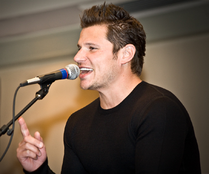 http://colonnade.files.wordpress.com/2009/02/nick-lachey-colonnade-hotel-3.jpg